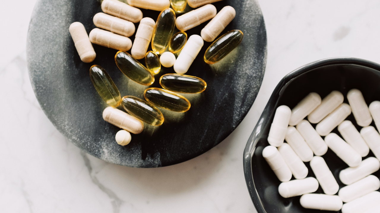 WHAT'S THE DIFFERENCE BETWEEN TWO PIECE CAPSULES AND SOFT GEL CAPSULES?